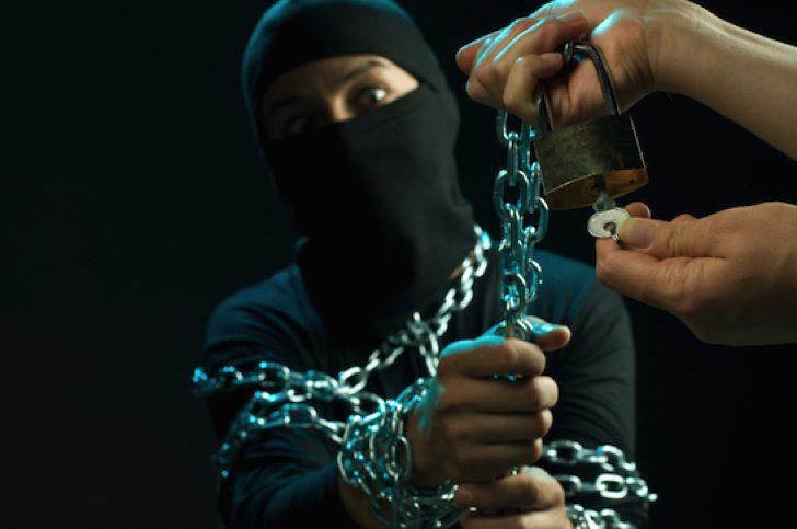 FX情報商材をヤフオクで転売すると逮捕されます
